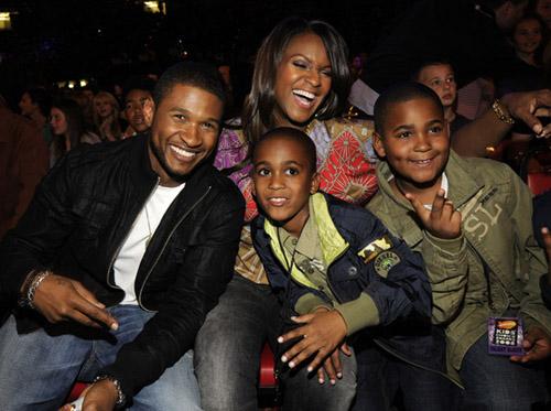 Singer Usher ,Wife,And Kids At Kids Choice Awardsno Baby -6535