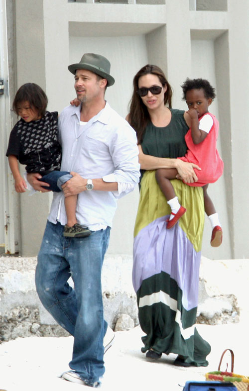 Angelina Jolie And Brad Pitt Family Pictures. Brad Pitt, Angelina Jolie