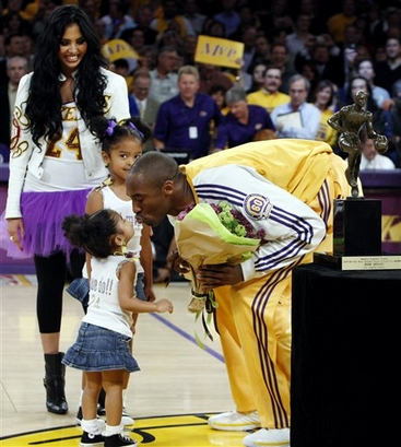 kobe bryant wife and kids. KOBE BRYANT WITH WIFE AND KIDS